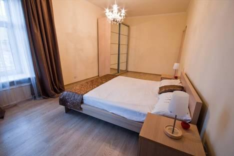 Сдается 2-комнатная квартира посуточно в Санкт-Петербурге, 8-я линия В.О., 45.