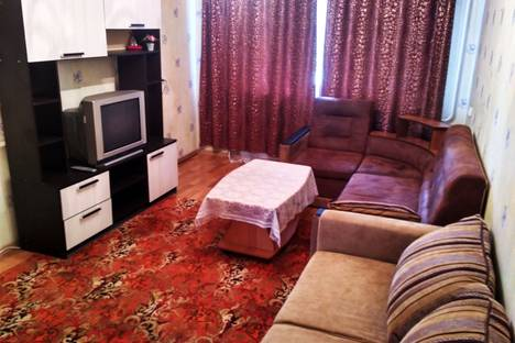 Сдается 2-комнатная квартира посуточно в Новотроицке, проспект Комсомольский 42.