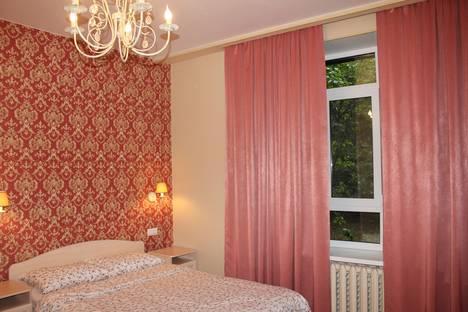 Сдается 1-комнатная квартира посуточнов Екатеринбурге, улица Чапаева, 14/2.