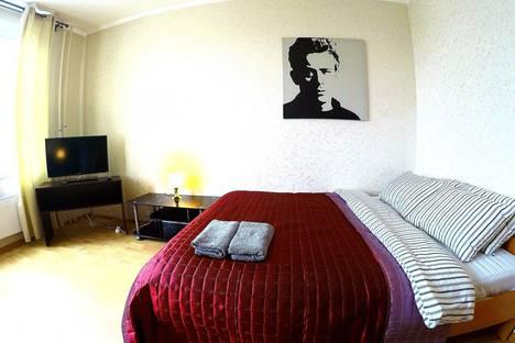 Сдается 1-комнатная квартира посуточно в Железнодорожном, маяковского 26.