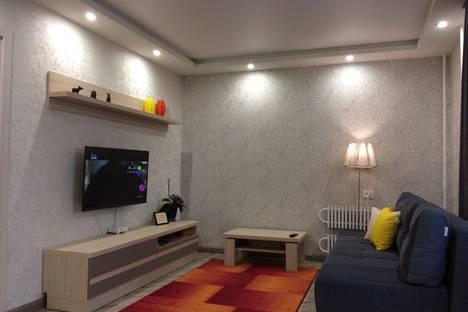 Сдается 1-комнатная квартира посуточно в Кирове, улица Сурикова, 37.