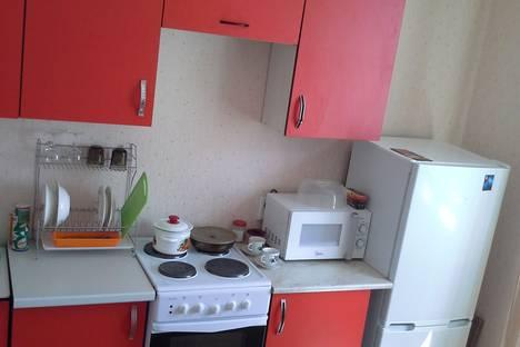 Сдается 1-комнатная квартира посуточно в Курске, проспект Вячеслава Клыкова, 83.
