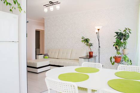 Сдается 3-комнатная квартира посуточно в Тольятти, ул. Мира, 65.