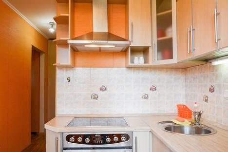 Сдается 2-комнатная квартира посуточно в Тольятти, ул. Мира, 99.