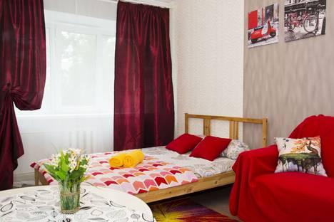 Сдается 2-комнатная квартира посуточно в Омске, бульвар победы 1.