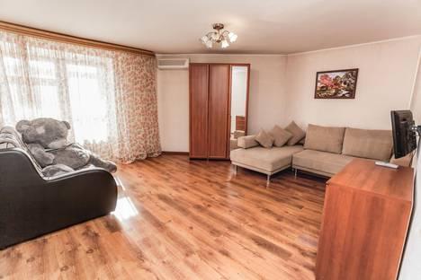 Сдается 1-комнатная квартира посуточнов Тюмени, улица 50 Лет Октября, 3.