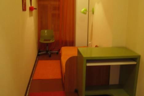 Сдается комната посуточнов Ярославле, улица Собинова, 58.