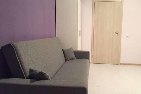 Сдается 1-комнатная квартира посуточнов Санкт-Петербурге, улица Крыленко, 1.