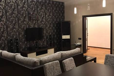 Сдается 3-комнатная квартира посуточнов Баку, ул. Муртуза Мухтарова, 149.
