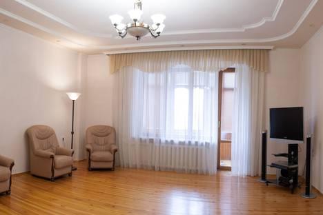 Сдается 3-комнатная квартира посуточнов Тюмени, ул. Степана Халтурина, 8.
