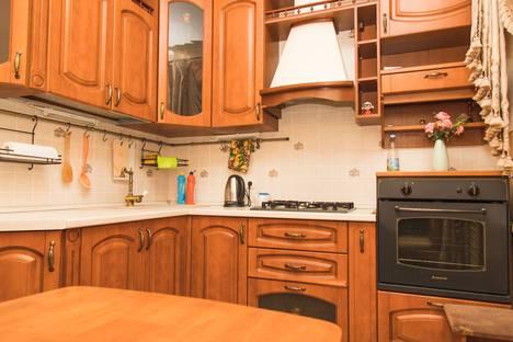 Сдается 3-комнатная квартира посуточно в Балакове, улица Ленина, 118, подъезд 2.