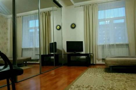Сдается 2-комнатная квартира посуточнов Омске, Карла Маркса проспект, 84.
