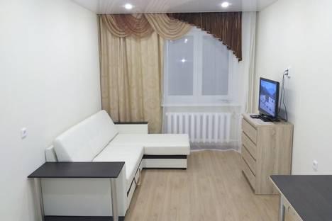 Сдается 2-комнатная квартира посуточно в Кирове, ул. Урицкого д. 47.