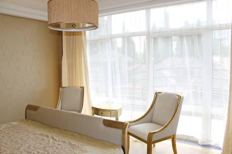 Сдается 4-комнатная квартира посуточнов Сочи, Москвина 6.