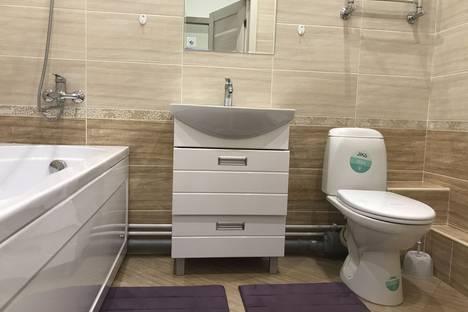 Сдается 2-комнатная квартира посуточно в Барнауле, Комсомольский проспект, 44.