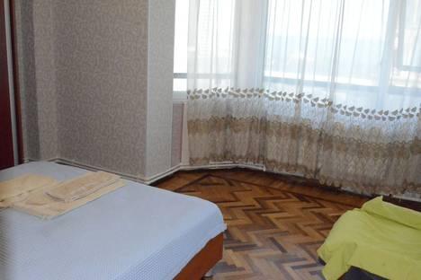 Сдается 3-комнатная квартира посуточно в Баку, Фикрет Амирова 2, квартира 22.