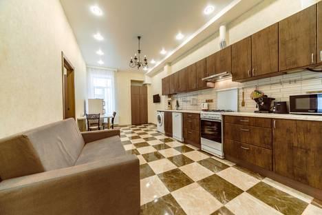 Сдается 3-комнатная квартира посуточно в Санкт-Петербурге, улица Рубинштейна, 22.