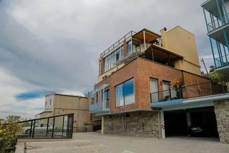 Сдается 2-комнатная квартира посуточно в Тбилиси, Улица Тбилиси-Коджори-стрит 2.