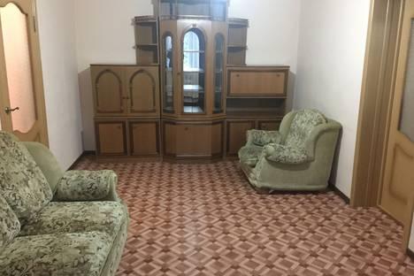 Сдается 2-комнатная квартира посуточно в Шахтах, улица Маяковского 57.
