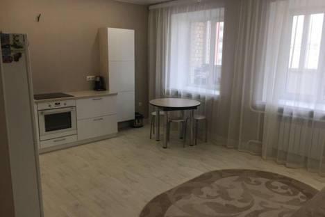 Сдается 1-комнатная квартира посуточно в Тюмени, улица Василия Гольцова 15.
