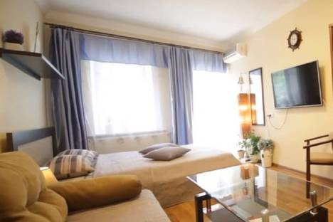 Сдается 1-комнатная квартира посуточно в Екатеринбурге, улица Азина, 23.
