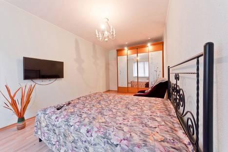Сдается 3-комнатная квартира посуточно в Санкт-Петербурге, проспект Ударников, 33.
