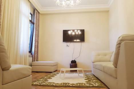 Сдается 3-комнатная квартира посуточнов Кобулети, Батуми. ул. Думбадзе 2.