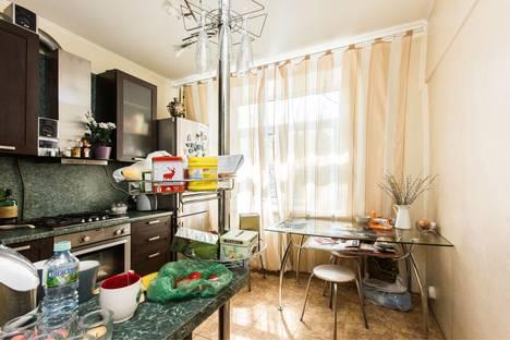 Сдается 2-комнатная квартира посуточно, улица Чаянова, 16.