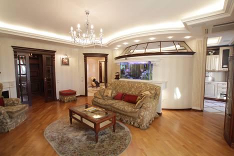 Сдается 2-комнатная квартира посуточнов Московском, Кутузовский проспект, 33.