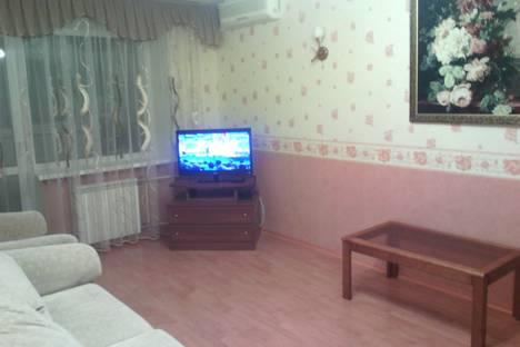 Сдается 2-комнатная квартира посуточнов Новокуйбышевске, проспект Ленина, 3.