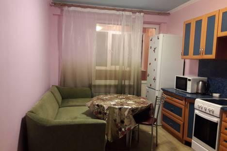 Сдается 2-комнатная квартира посуточнов Нефтеюганске, ул. Нефтяников,  8 15 микр.