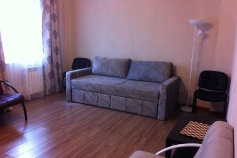 Сдается 2-комнатная квартира посуточно в Новосибирске, Овражная улица, 14.