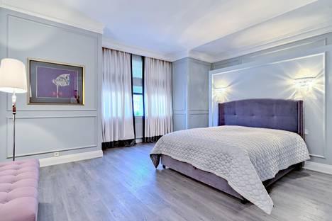 Сдается 2-комнатная квартира посуточнов Лобне, Новый Арбат улица, 10.