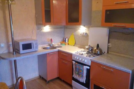 Сдается 1-комнатная квартира посуточнов Серове, улица Короленко, 14.