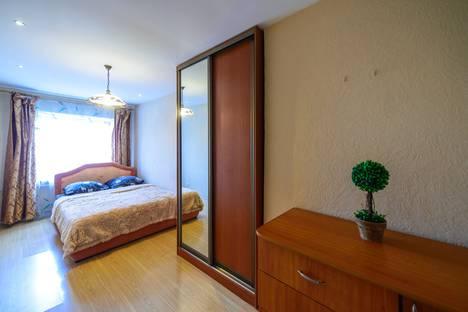 Сдается 2-комнатная квартира посуточно во Владивостоке, проспект Столетия Владивостоку, 37а.