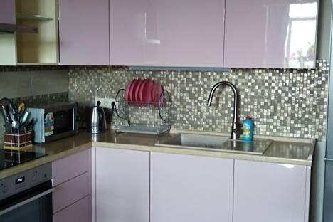 Сдается 2-комнатная квартира посуточно в Сочи, улица Цюрупы 32.