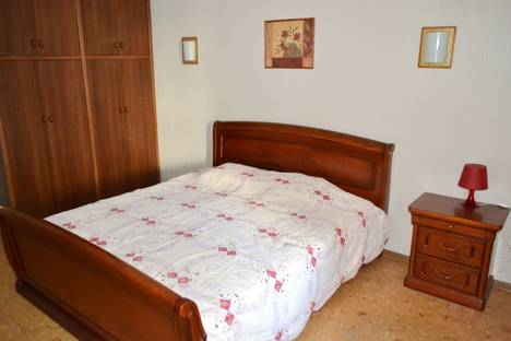 Сдается 3-комнатная квартира посуточнов Новокуйбышевске, Колхозный переулок, 3.