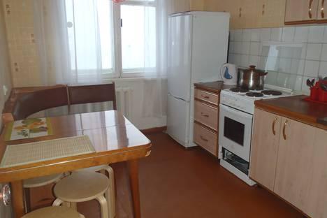 Сдается 4-комнатная квартира посуточнов Кировске, Олимпийская улица 85-55.
