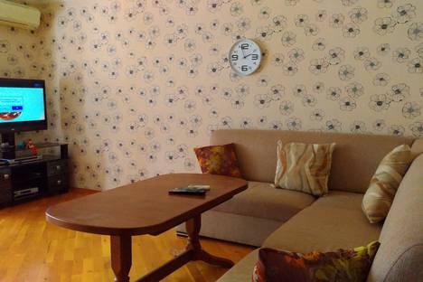 Сдается 3-комнатная квартира посуточно, улица Дилара Алийева дом 241.