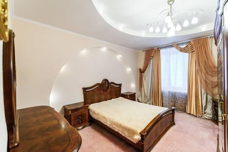 Сдается 2-комнатная квартира посуточнов Омске, 5-ой Армии, 4.