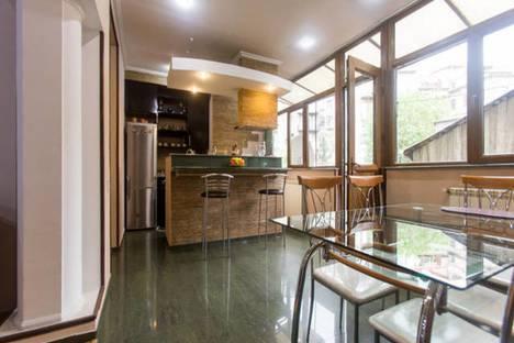Сдается 3-комнатная квартира посуточно в Тбилиси, Тбилиси.Сололаки 14.