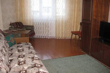 Сдается 3-комнатная квартира посуточнов Кировске, улица Олимпийская 81-52.