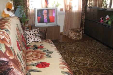 Сдается 2-комнатная квартира посуточно в Кировске, кировск мурманская область  ул мира дом 17.
