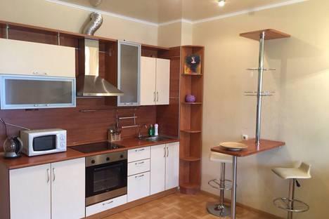 Сдается 1-комнатная квартира посуточно в Тюмени, ул. 50 лет ВЛКСМ, 19.