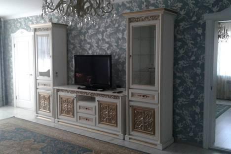 Сдается 2-комнатная квартира посуточно в Алматы, Алматинская область, Алма-Ата Бальзакова 8д- Шашкина.