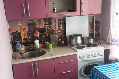 Сдается 1-комнатная квартира посуточно в Североморске, ул. Сивко, 9.