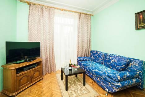 Сдается 2-комнатная квартира посуточно, улица Кирова, 3.