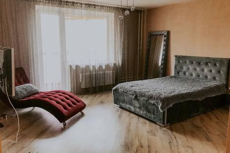 Сдается 1-комнатная квартира посуточно в Челябинске, улица Салавата Юлаева, 8.