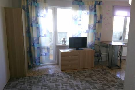 Сдается 1-комнатная квартира посуточно в Екатеринбурге, улица Бакинских Комиссаров, 107.