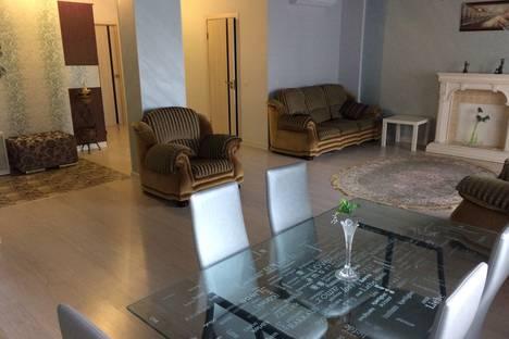 Сдается 2-комнатная квартира посуточно, улица Репина, 4.